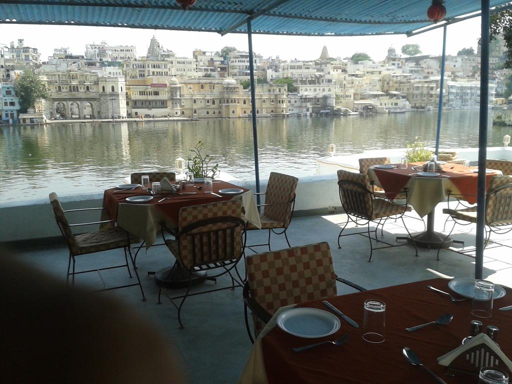 Lake Shore Hotel Udaipur Restaurant